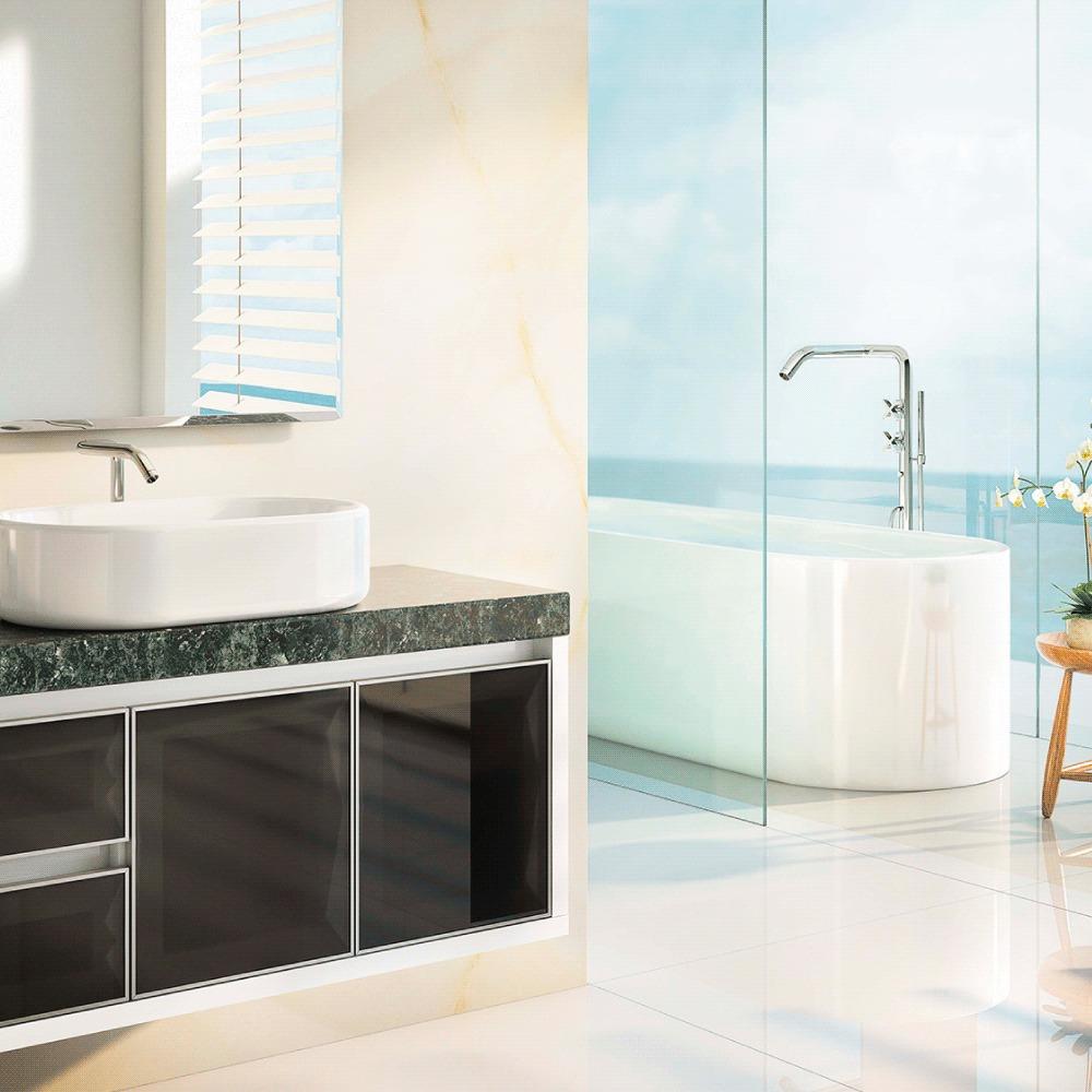 Gabinete 1000 Savana com granito verde ubatuba e banheira no fundo