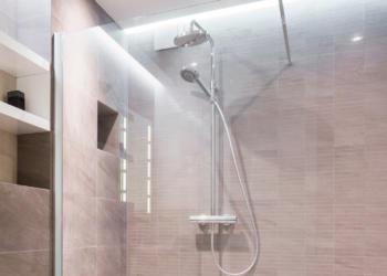 Meu banheiro gaam gabinetes com chuveiro a gá ou eletrico